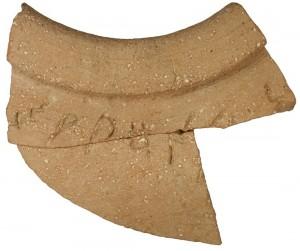 Vista del trozo de cerámica hallada por la arqueólogo Eilat Mazar