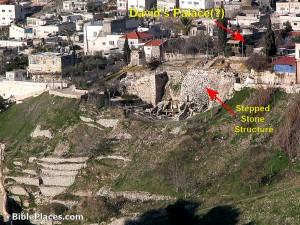 Vista panorámica con detalles de la excavación